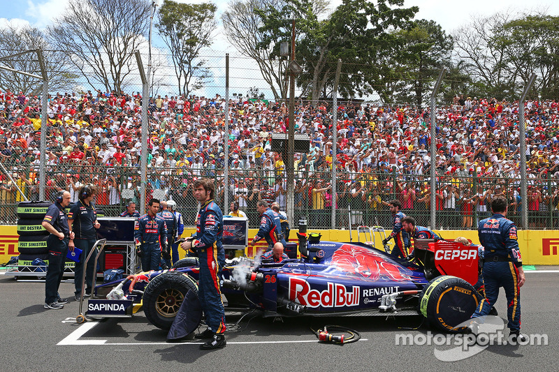 Daniil Kvyat, Scuderia Toro Rosso STR9 on the grid