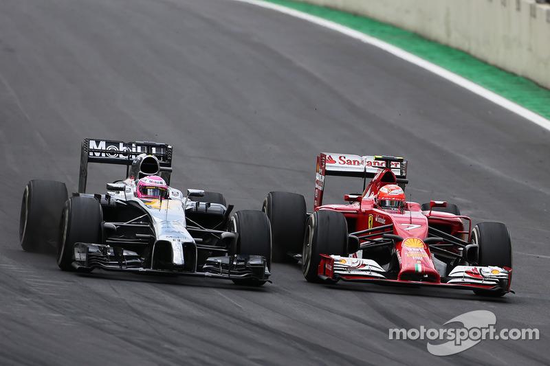 Jenson Button, McLaren F1 Team y Kimi Raikkonen, Scuderia Ferrari