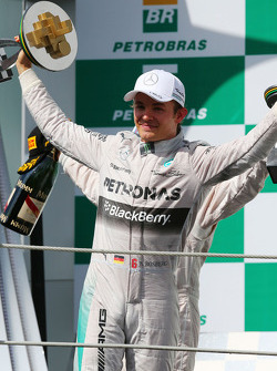 Yarış galibi Nico Rosberg, Mercedes AMG F1 podyumda kutlama yapıyor