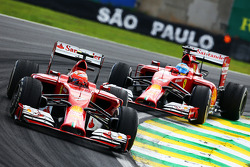 Kimi Raikkonen, Ferrari F14-T devant Fernando Alonso, Ferrari F14-T