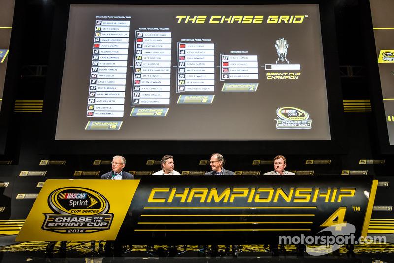 Şampiyona yarışmacıları Basın konferansı: Takım Sahibi Joe Gibbs, Tony Stewart, Stewart-Haas Racing Chevrolet, Walter Czarnecki, Yönetici Başkan Vekili, Penske Corp., Takım Sahibi Richard Childress