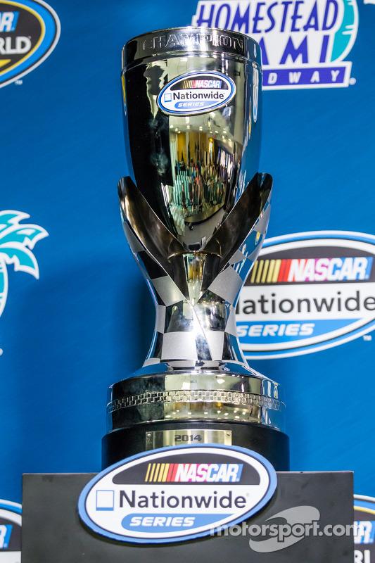 Conferência de imprensa da Nationwide Series e Camping World Truck Series: championship trophy da NASCAR Nationwide Series