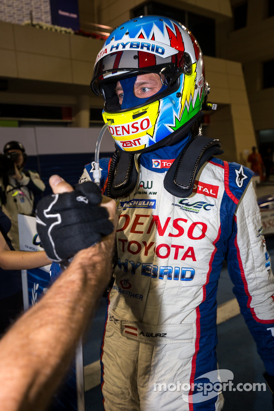 Alexander Wurz celebra vitória nas 6 Horas do Bahrain