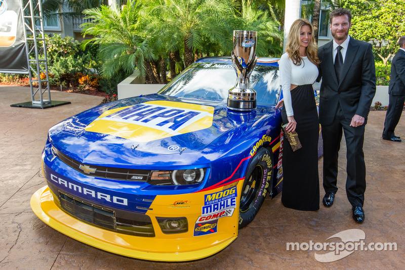 Dale Earnhardt Jr. con su novia Amy Reimann