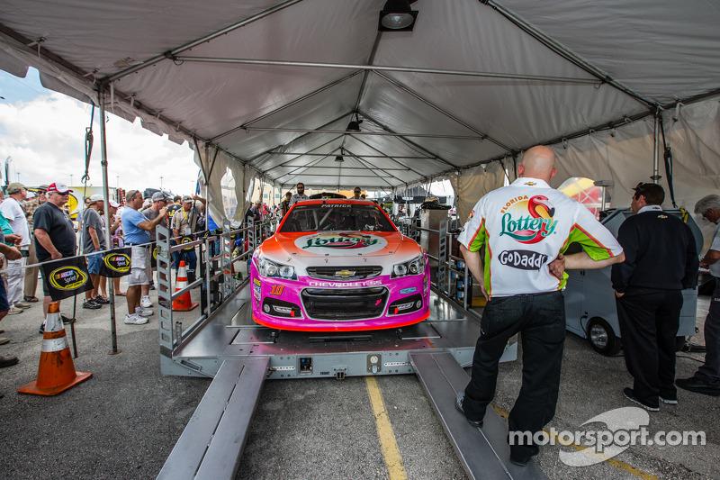 Danica Patrick, Stewart-Haas Racing Chevrolet teknik kontrolde