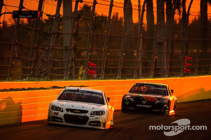 Josh Wise, Mike Curb Ford y Brett Mdefitt, Michael Waltrip Racing Toyota