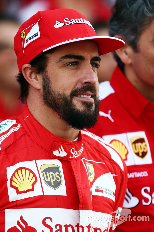 Fernando Alonso, Ferrari at a team photograph