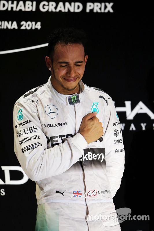 El ganador y campeón del mundo Lewis Hamilton, Mercedes AMG F1 celebra en el podium