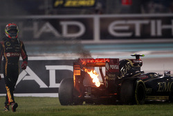 Pastor Maldonado, Lotus F1 E21 retired from the race with a blown engine