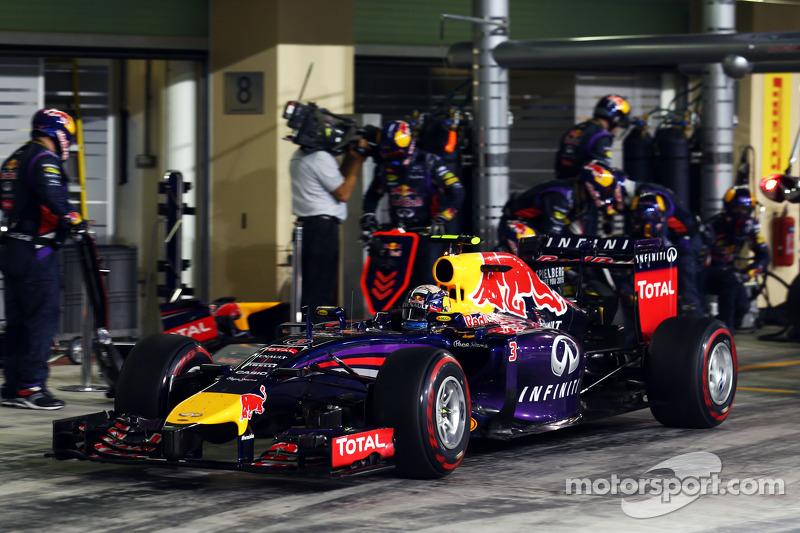 Daniel Ricciardo, Red Bull Racing RB10 makes a pit stop