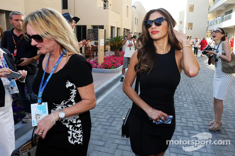 (L to R): Linda Hamilton, and Nicole Scherzinger, Singer, step mother and girlfriend of Lewis Hamilt