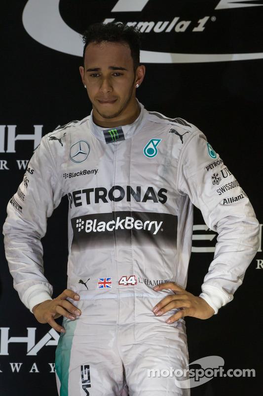 (Esquerda para direita): Vencedor da corrida e campeão mundial, Lewis Hamilton, Mercedes AMG F1 celebra no pódio