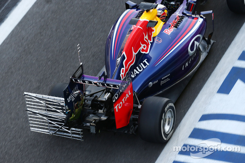Daniel Ricciardo, Red Bull Racing RB10 running sensor equipment on the rear wing