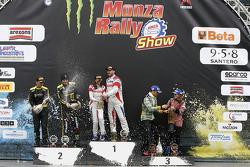 Podio: vincitori Robert Kubica e Alessandra Benedetti, secondo posto Valentino Rossi e Carlo Cassina, terzo posto Stefano D 'Aste e Linda D'Aste