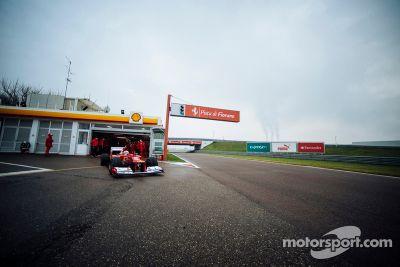 Sebastian Vettel testet den Ferrari F2012