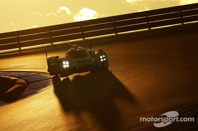 #14 Porsche Team Porsche 919 Hybrid testando