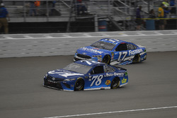 Martin Truex Jr., Furniture Row Racing, Toyota Camry Auto-Owners Insurance and Ricky Stenhouse Jr., Roush Fenway Racing, Ford Fusion Fastenal