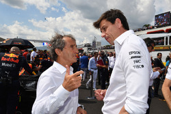 Alain Prost, Renault Sport F1 Team Special Advisor and Toto Wolff, Mercedes AMG F1 Director of Motorsport on the grid