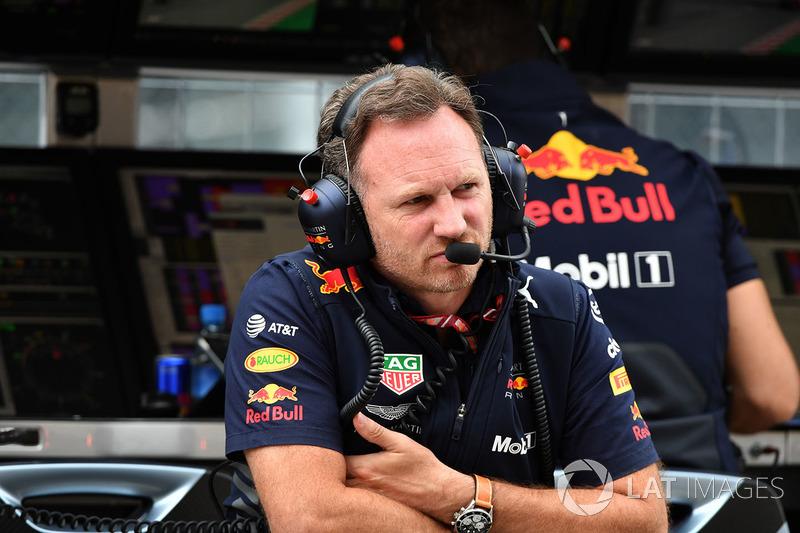 """""""É frustrante. Ainda temos Daniel na corrida e deixarei Cyril [Abiteboul, chefe da Renault] inventar suas desculpas depois."""""""