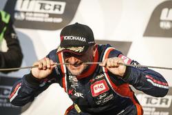 Podium: Race winner Gabriele Tarquini, BRC Racing Team Hyundai i30 N TCR