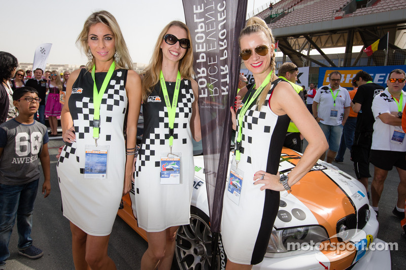 Promo girls on the grid