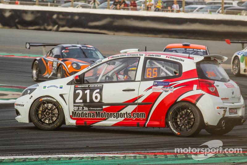 #216 Modena Motorsports Renault X-85 Cup: Wayne Shen, John Shen, Francis Tjia, Marcel Tjia, Christian Chia va in testacoda