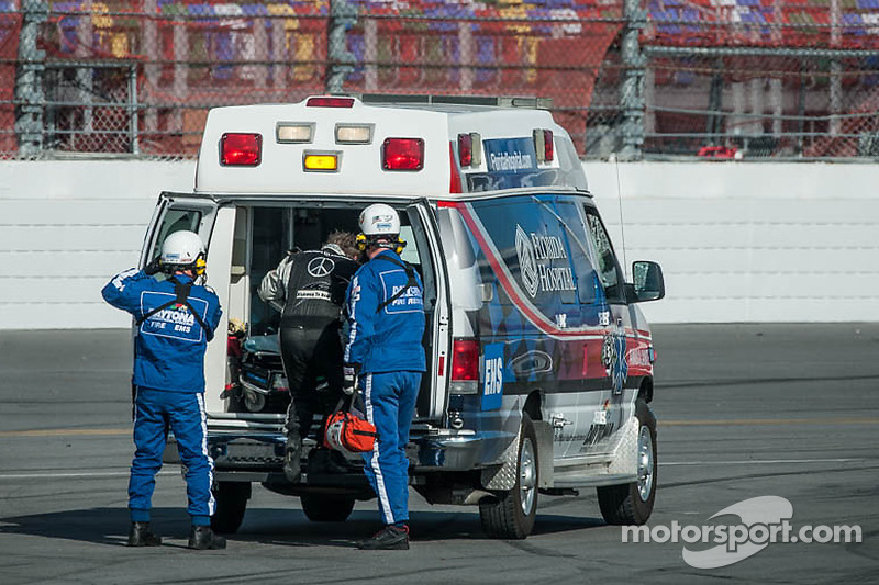 #50 Fifty Plus Racing Endures for a Cure/Highway to Help Race Team Riley BMW: Byron DeFoor ha un brutto incidente