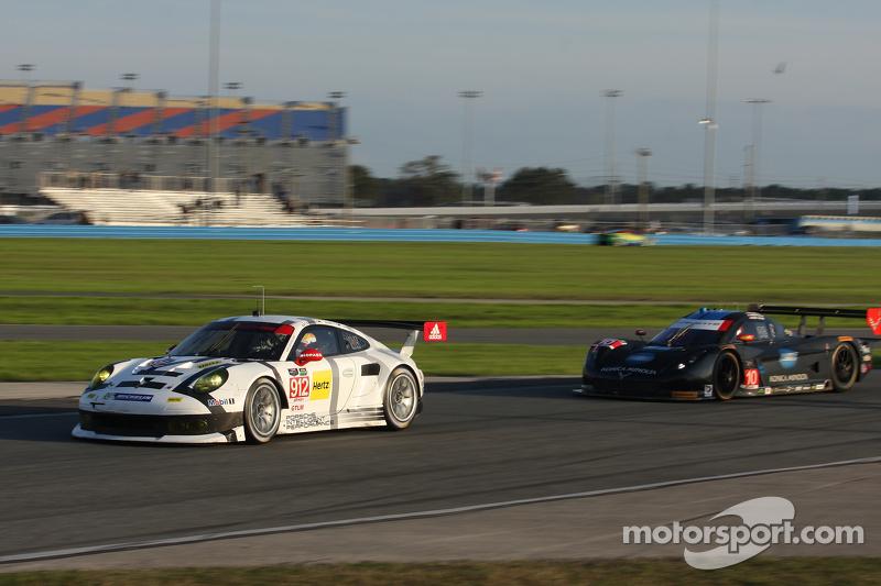#912 Porsche North America Porsche 911 RSR: Jörg Bergmeister, Earl Bamber, Frederic Makowiecki, #10