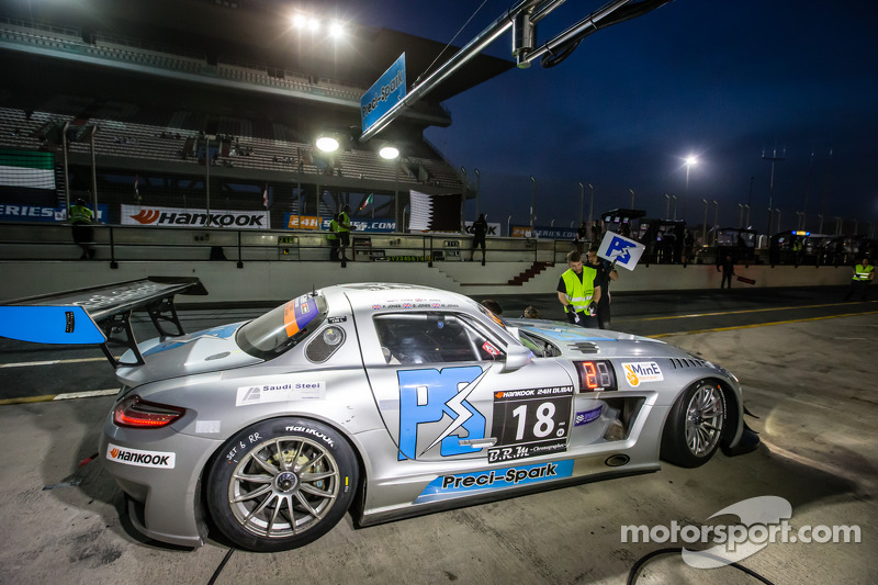 Pit stop untuk #18 Preci - Spark Mercedes SLS AMG GT3: David Jones, Godfrey Jones, Philip Jones, Ga