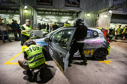 Pit stop #109 APO Sport Renault Clio Cup: Alex Osborne, James May, Tim Gabor, Peter Venn, Paul May