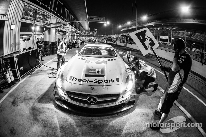 Boxenstopp für #18 Preci-Spark, Mercedes SLS AMG GT3: David Jones, Godfrey Jones, Philip Jones, Gareth Jones, Morgan Jones