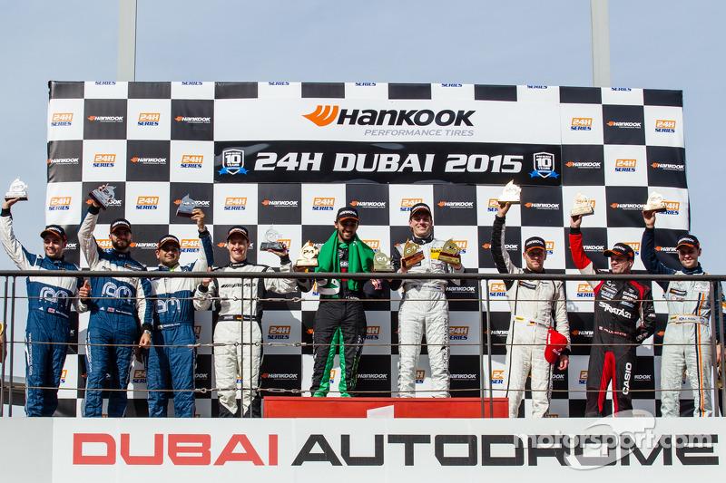 A6-Pro领奖台: 该组别获胜者Abdulaziz Al Faisal and Yelmer Buurman;第二名 Cheerag Arya, Thomas Jäger, Tom Onslow-C
