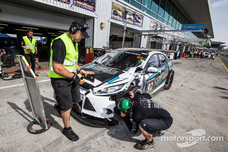 Boxenstopp für #92 MARC Cars Australia, MARC Focus V8: James Kaye, Amro Al-Hamad, Tony Karanfilovski