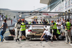 Pit stop #8 Triple Eight BMW Z4 GT3: Lee Mowle, Joe Osborne, Jacques Duyver, Charlie Hollings
