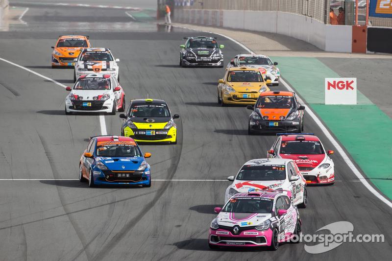 Pace lap: #110 Autosport GP Renault Clio IV Cup: Benoit Carreras, Franck Traynard, Jérôme Thiery, An
