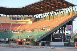 أشغال بناء الملعب