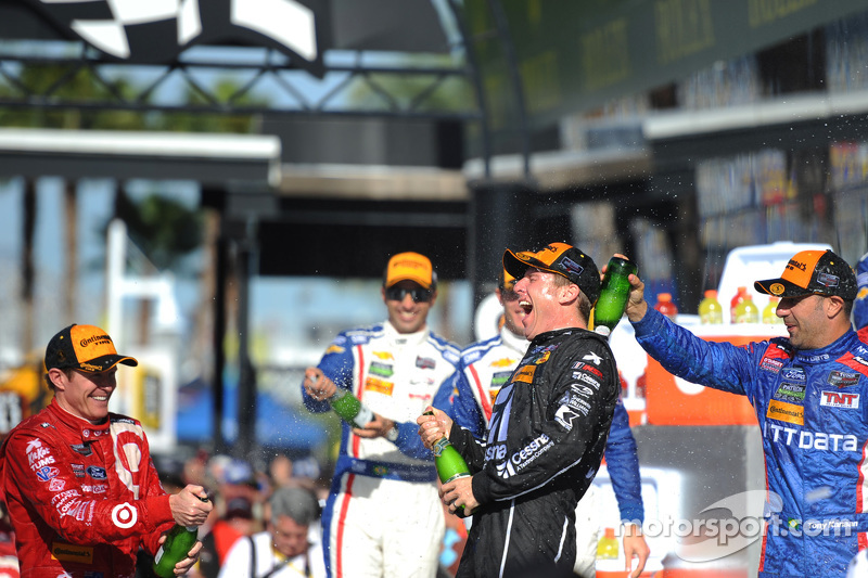 Podium: winners Jamie McMurray, Tony Kanaan and Scott Dixon, Chip Ganassi Racing