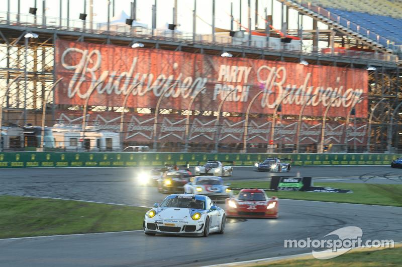 #19 Muehlner Motorsports America, Porsche 911 GT America: Jim Michaelian, Matteo Beretta, Connor de