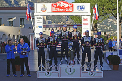 Podio: segundo lugar Jari-Matti Latvala, Miikka Anttila, ganadores Sébastien Ogier, Julien Ingrassi