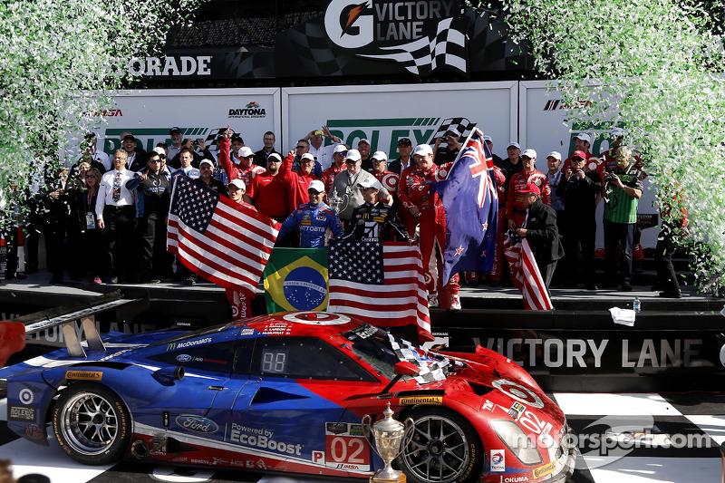 Podium: 1. Scott Dixon, Kyle Larson, Jamie McMurray, Tony Kanaan; Chip Ganassi Racing