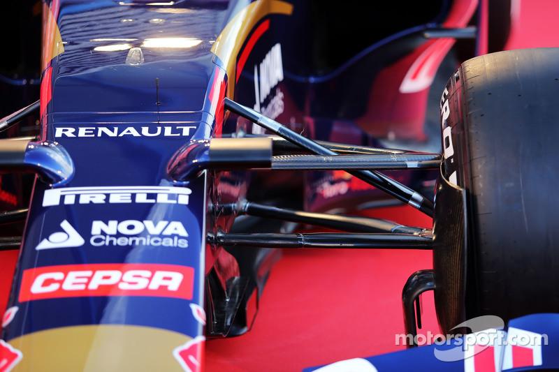 Scuderia Toro Rosso STR10, Detail der Vorderradaufhängung