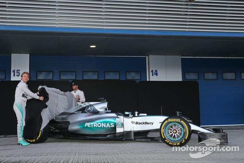 (从左到右)尼克·罗斯伯格,梅赛德斯AMG车队和刘易斯·汉密尔顿,梅赛德斯AMG车队发布梅赛德斯AMG F1 W06赛车