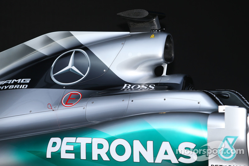 Mercedes AMG F1 W06 кришка двигуна