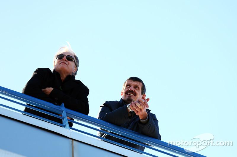 (da sinistra a destra): Gene Haas, Presidente Haas Automotion con Guenther Steiner, Direttore Haas F1 Team