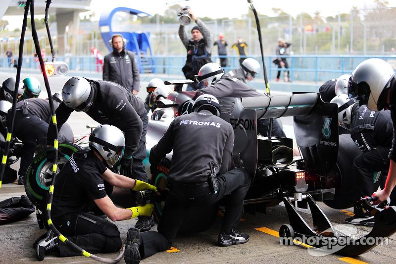 مرسيدس AMG F1 توقف الممارسة حفرة