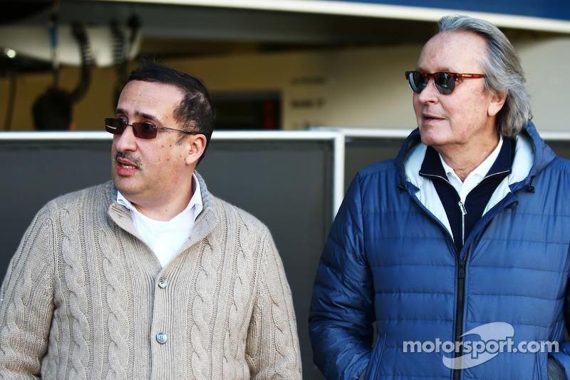 (da sinistra a destra): Sheikh Mohammed bin Essa Al Khalifa, CEO della Bahrain Economic Development Board e azionista McLaren Shareholder con Manseur Ojeh, azionista McLaren
