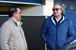 (L to R): Шейх Мохаммед бін Есса Аль Халіфа, Генеральний директор Ради з економічного розвитку Бахрейну та акціонер McLaren з Мансур Ожьє, акціонер McLaren