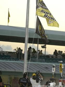 2004 NASCAR NEXTEL Cup champion Kurt Busch raises the champion's flag