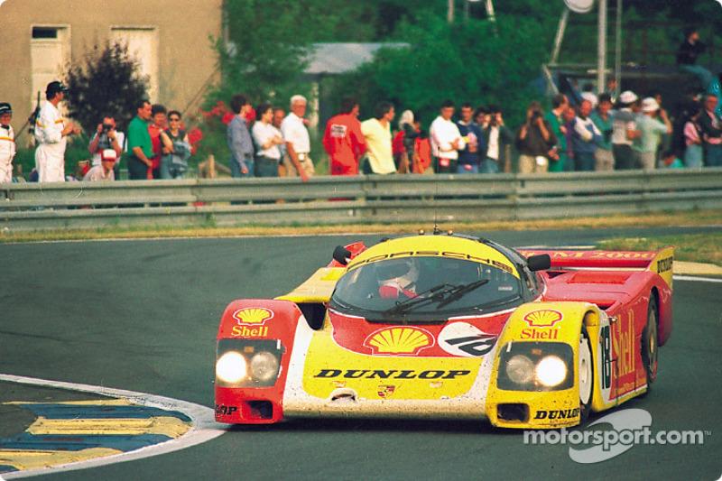 #18 Porsche AG Porsche 962C: Боб Волкек, Сарель ван дер Мерве, Верн Шуппан