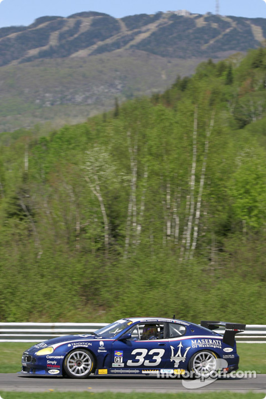 La Maserati Trofeo n°33 de la Scuderia Ferrari of Washington (Stephen Earle, Emil Assentato, Joao Barbosa)